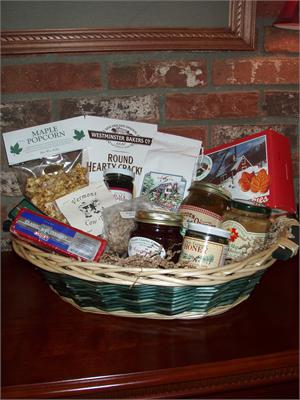 VT Gift Basket - Vermont Sugar and Spice Maple Syrup - The Vermonter Basket